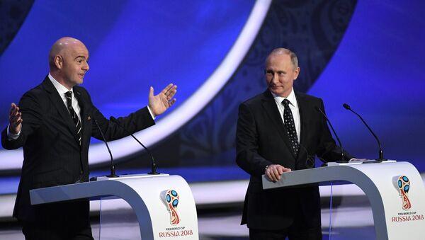 Il presidente FIFA Gianni Infantino insieme al presidente russo Vladimir Putin - Sputnik Italia