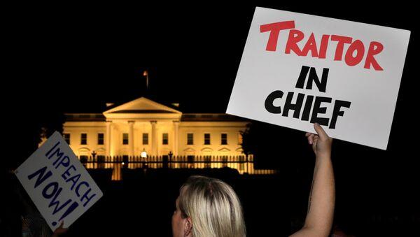 Proteste nei pressi della Casa Bianca a Washington, USA, il 16 luglio 2018 dopo l'incontro di Trump con Putin ad Helsinki - Sputnik Italia