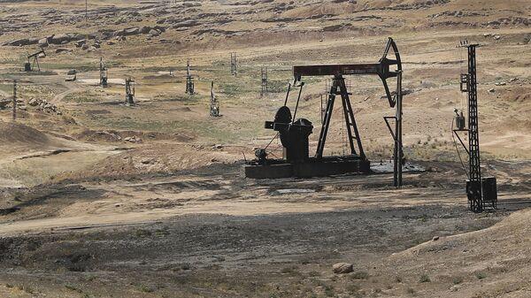 Estrazione di petrolio in Siria - Sputnik Italia