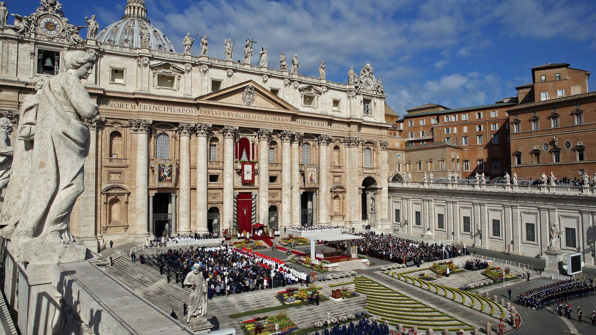 Il Papa Francesco tiene la messa di Pasqua alla Cattedrale di San Pietro in Vaticano. - Sputnik Italia, 1920, 16.08.2021