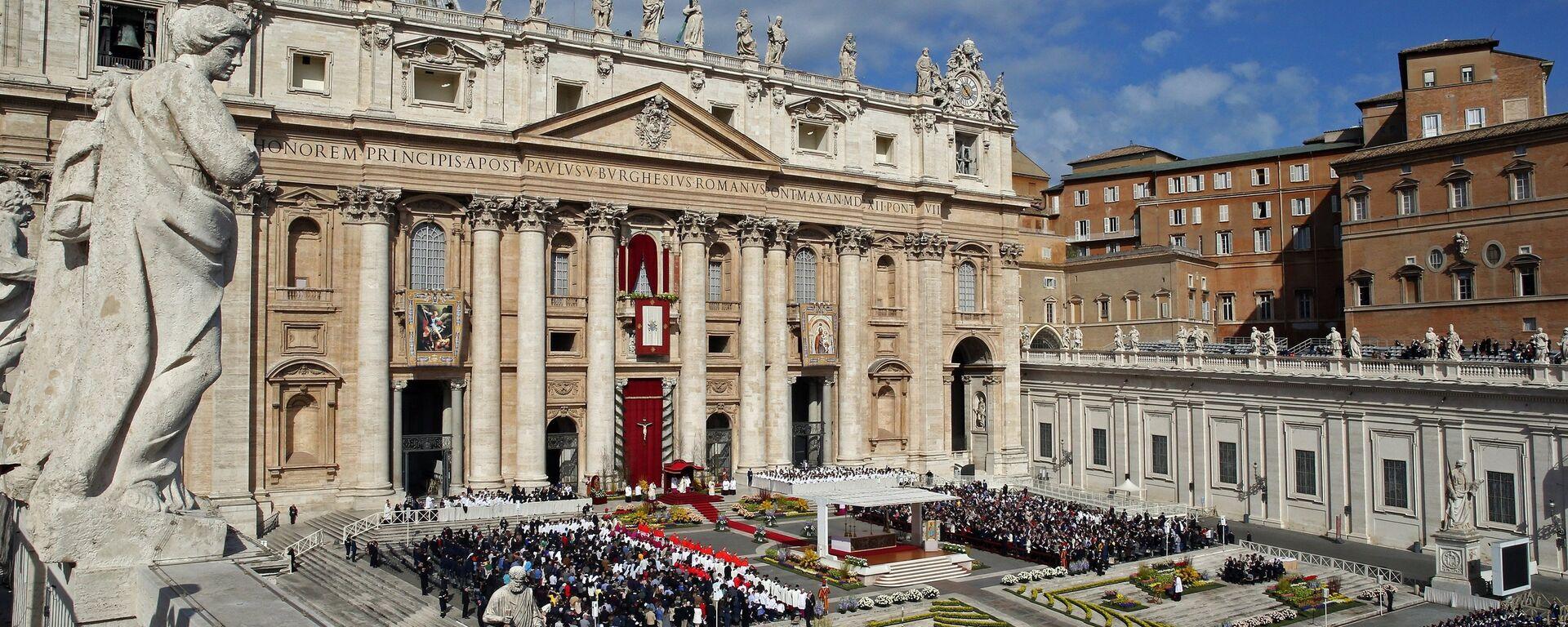 Il Papa Francesco tiene la messa di Pasqua alla Cattedrale di San Pietro in Vaticano. - Sputnik Italia, 1920, 23.06.2021