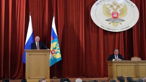Il presidente russo Vladimir Putin interviene alla riunione degli ambasciatori e rappresentanti permanenti della Russia - Sputnik Italia