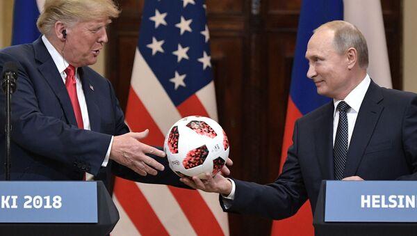 Президенты США и России Дональд Трамп и Владимир Путин в Хельсинки - Sputnik Italia