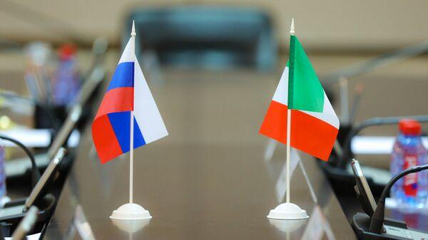 bandiera della Russia e dell'Italia - Sputnik Italia