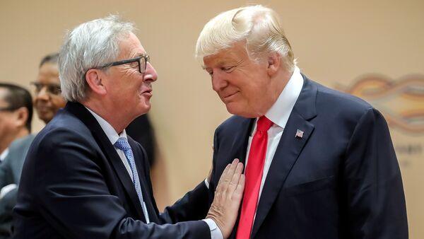 Donald Trump e Jean-Claude Juncker - Sputnik Italia