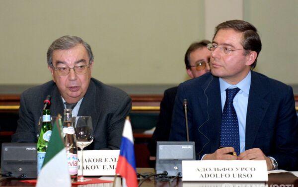 2003, Evgeny Primakov allora presidente dell'Unione delle Camere di Commercio russe incontra il suo omologo italiano Adolfo Urso - Sputnik Italia