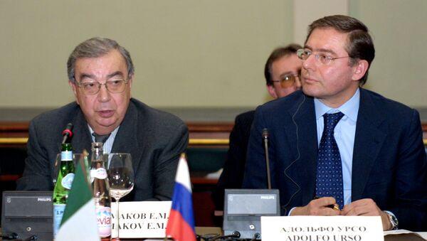 2003, Primakov allora presidente dell'Unione delle Camere di Commercio russe incontra il suo omologo italiano Adolfo Urso - Sputnik Italia