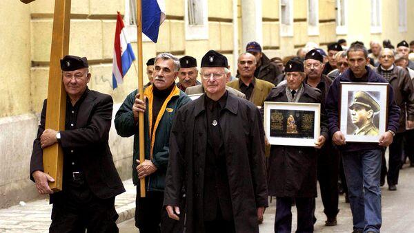 Un gruppo di anziani croati con indosso l'uniforme del regime ustascia nella seconda guerra mondiale nella città di Zara. - Sputnik Italia