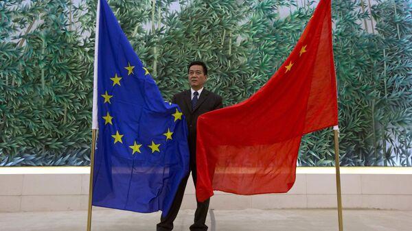 Bandiere UE e Cina - Sputnik Italia