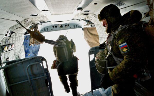 Uomini e donne delle truppe aviotrasportate russe - Sputnik Italia