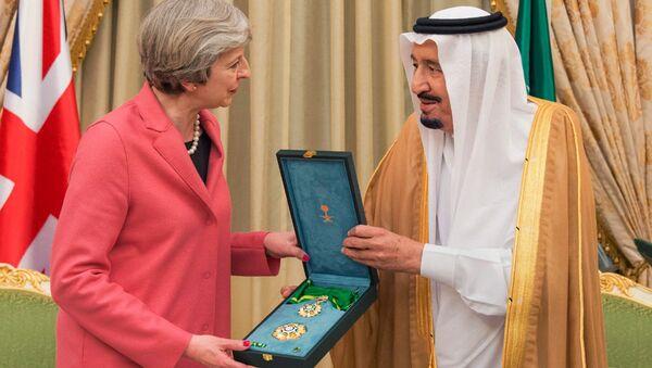 Theresa May e il re dell'Arabia Saudita Salman, 2017 - Sputnik Italia
