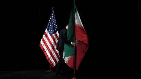 Bandiere degli Usa e dell'Iran - Sputnik Italia