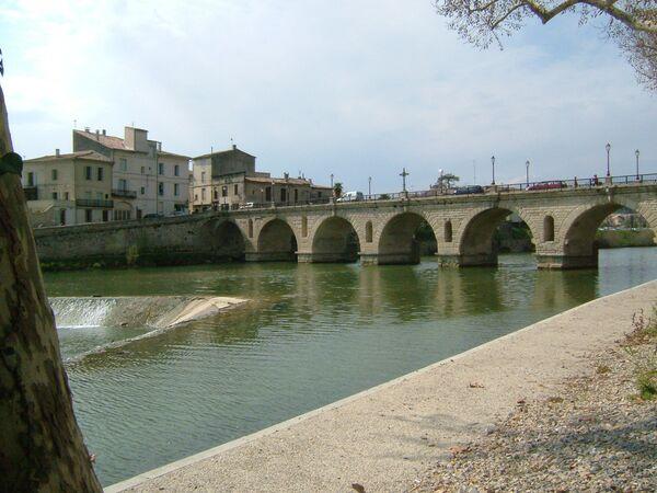 Il ponte romano a Sommieres in Francia - Sputnik Italia