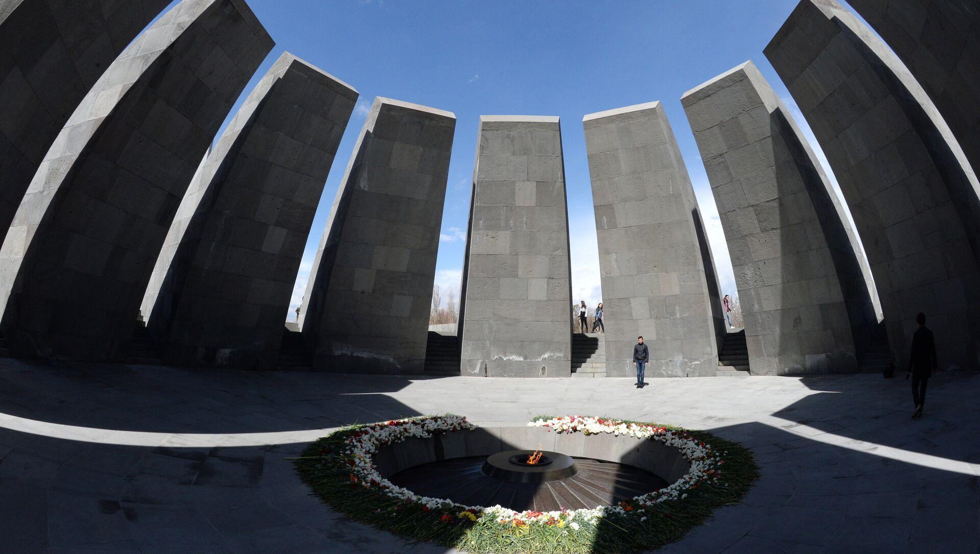 Tsitsernakaberd, il monumento in memoria delle vittime del genocidio armeno a Yerevan - Sputnik Italia, 1920, 22.04.2021