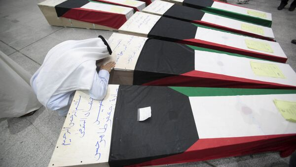 Coffins of victims of Friday's bombing at the Imam Sadeq mosque in Kuwait City - Sputnik Italia