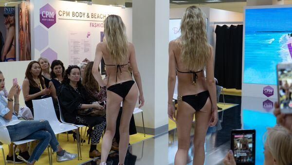 Una sfilata della collezione beachwear a CPM 2018 - Sputnik Italia