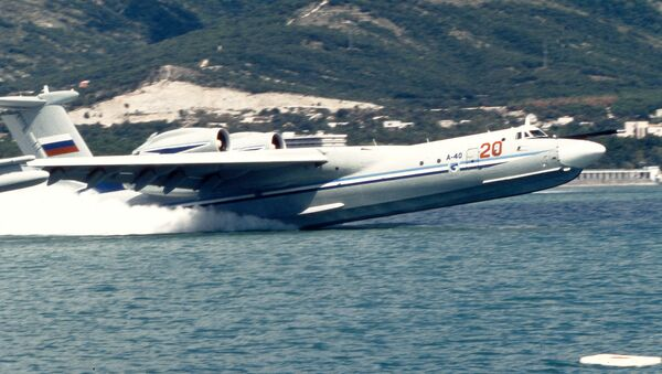 Amphibious aircraft A-40 taking off from water - Sputnik Italia