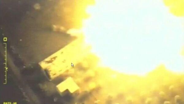 Il ministero Difesa pubblica video dei raid nella provincia siriana di Idlib - Sputnik Italia