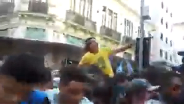 Brazilian far-right presidential candidate Jair Bolsonaro in a parade September 6, 2018, moments before being stabbed in the abdomen with a knife by a bystander - Sputnik Italia