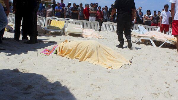 Il corpo di un turista ucciso dal terrorista il 26 giugno a Sousse, Tunisia. - Sputnik Italia