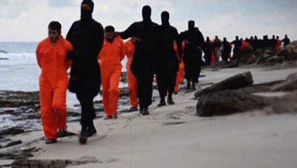 Jihadisti dell'ISIS portano gli ostaggi ad esecuzione - Sputnik Italia