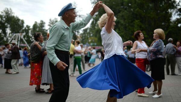 Una coppia anziana, Novosibirsk - Sputnik Italia
