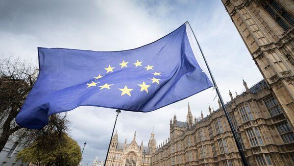 Brexit: governo britannico sopravvive alla mozione di fiducia - Sputnik Italia