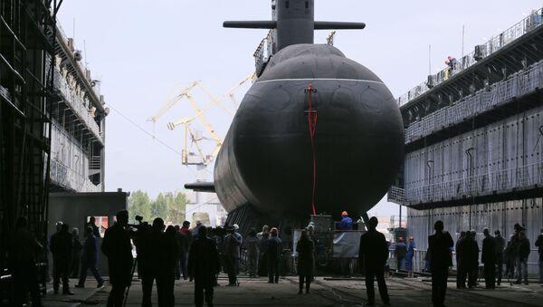 Торжественная церемония спуска на воду дизель-электрической подводной лодки Кронштадт проекта 677 Лада в Санкт-Петербурге - Sputnik Italia