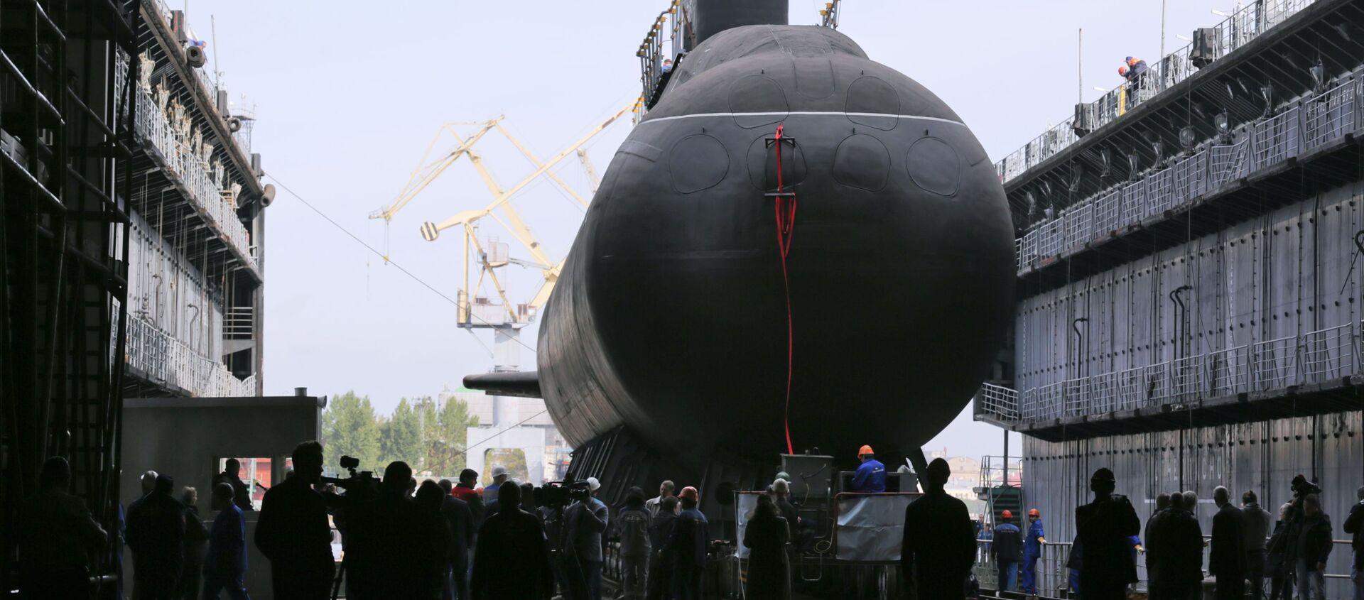 Торжественная церемония спуска на воду дизель-электрической подводной лодки Кронштадт проекта 677 Лада в Санкт-Петербурге - Sputnik Italia, 1920, 14.05.2021