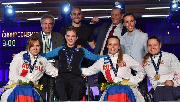 Bebe Vio sul podio insieme a Alesja Mishurova e Viktoriya Boykova - Sputnik Italia