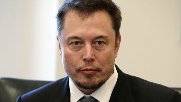 In this Dec. 14, 2016, file photo, Tesla CEO Elon Musk listens as President-elect Donald Trump speaks during a meeting with technology industry leaders at Trump Tower in New York. - Sputnik Italia