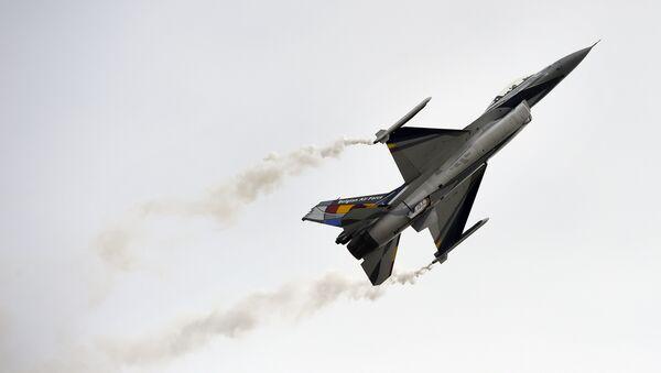 Un Lockheed Martin F-16,  dell'aeronautica Belga - Sputnik Italia