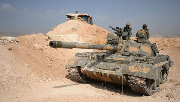The crew of a T-72 tank of the 10th Division, 2nd Corps of the Syrian Arab Army are on combat alert off Katana, Damascus Province - Sputnik Italia