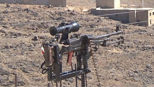 Ingegnere siriano inventa sistema di difesa automatico dotato di mitragliatrice russa - Sputnik Italia