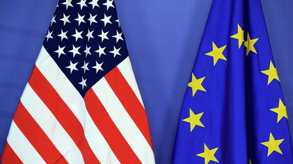 Bandiere USA e UE - Sputnik Italia