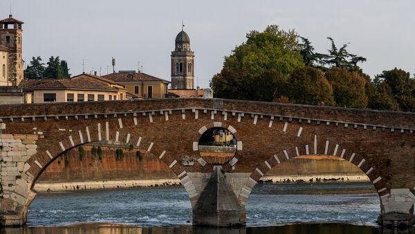 Il Ponte Pietra a Verona - Sputnik Italia
