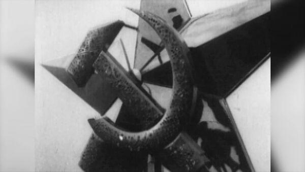 La prima stella rossa a cinque punte - Sputnik Italia