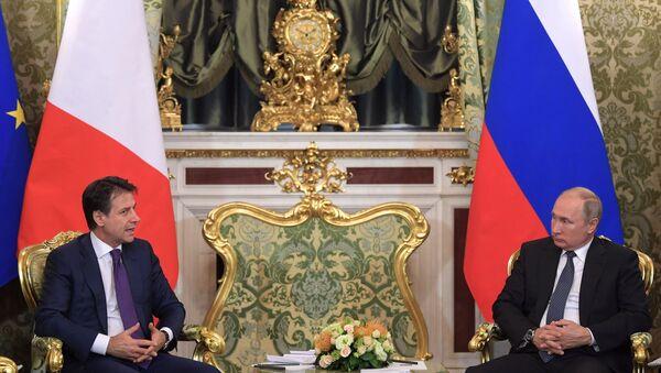 L'incontro tra il presidente russo Putin e il primo ministro italiano Conte - Sputnik Italia