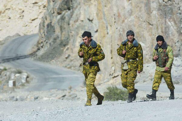 Le guardie di frontiera al confine tra Afghanistan e Tagikistan - Sputnik Italia