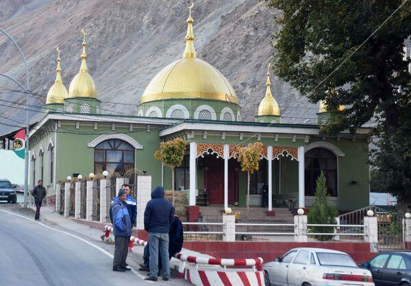 Una moschea nella città di Darvaz, Tagikistan - Sputnik Italia