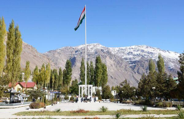 La bandiera nazionale del Tagikistan - Sputnik Italia