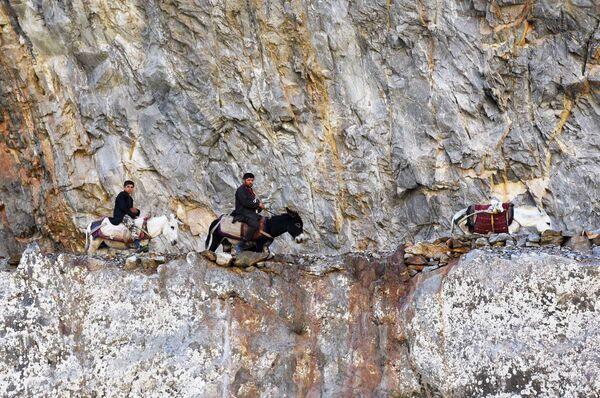 Una carovana afgana al confine tra Afghanistan e Tagikistan lungo il fiume Pamir - Sputnik Italia
