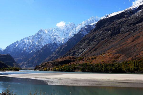 Il confine tra Afghanistan e Tagikistan lungo il fiume Pamir - Sputnik Italia