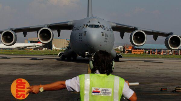 A US Air Force Boeing C-17 Globemaster III lands in Tribhuvan International Airport in Kathmandu, Nepal. - Sputnik Italia