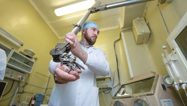 Una fase delle ricerche all'Università di Tomsk - Sputnik Italia
