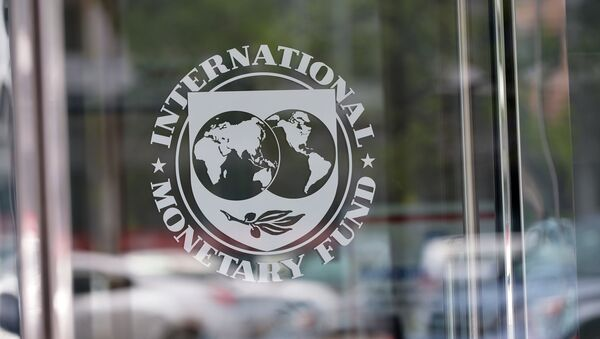 The seal of the International Monetary Fund is seen at the headquarters building in Washington, DC on July 5, 2015 - Sputnik Italia