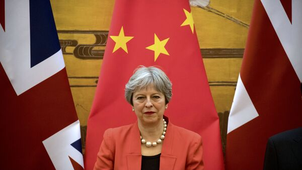 British Prime Minister Theresa May attends a signing ceremony at the Great Hall of the People in Beijing, China, January 31, 2018 - Sputnik Italia