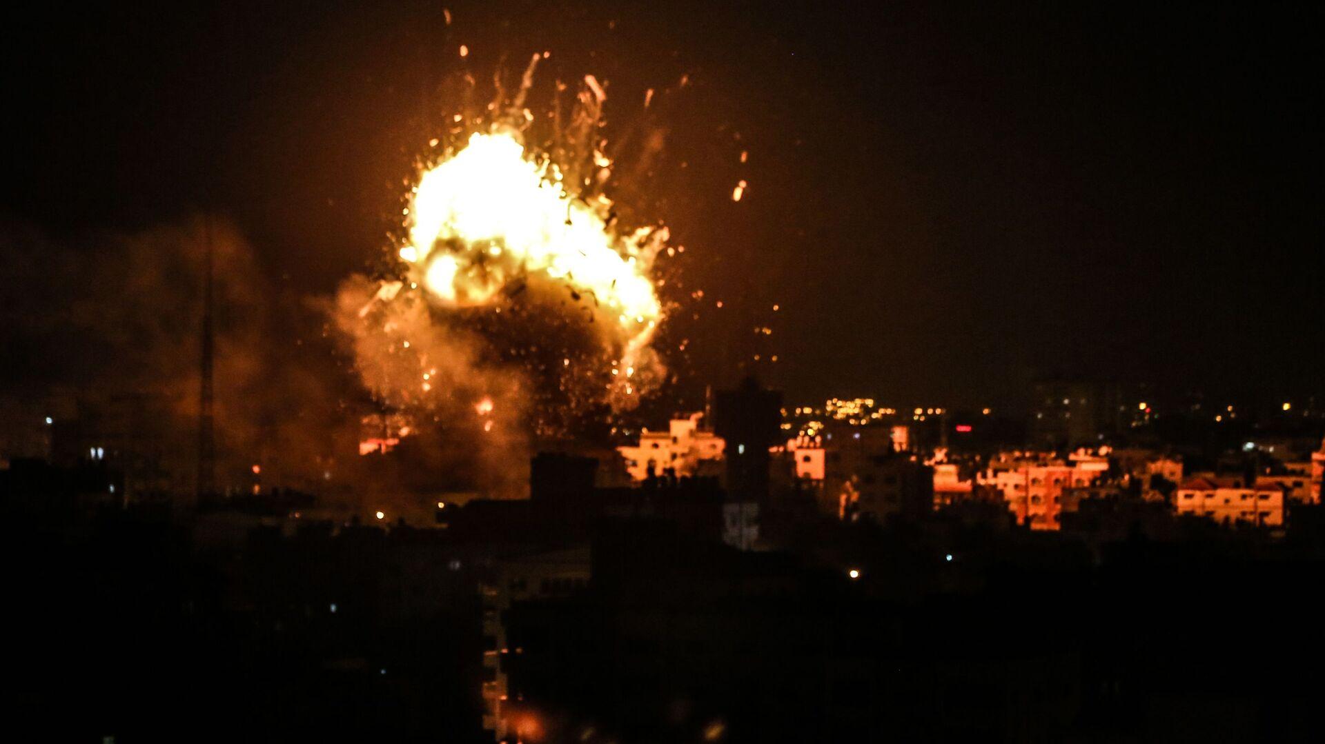 Il raid israeliano su obiettivi palestinesi nella Striscia di Gaza - Sputnik Italia, 1920, 16.04.2021