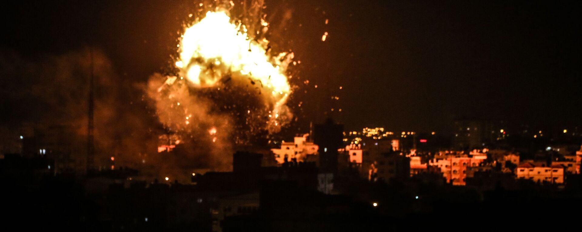 Il raid israeliano su obiettivi palestinesi nella Striscia di Gaza - Sputnik Italia, 1920, 26.02.2020