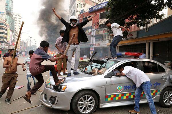 I manifestanti a Dhaka, Bangladesh. - Sputnik Italia